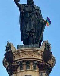 El colectivo LGTBI desata la polémica al poner la bandera del orgullo gay en la escultura de Jaume I